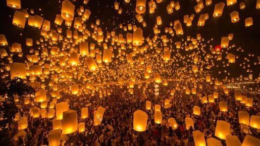 HERO_YI_PEN_LOY_KROTHONG_PanatFoto_Shutterstock